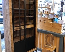 Collection buffet : vitrine en bois